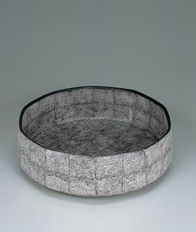 色絵銀彩角鉢