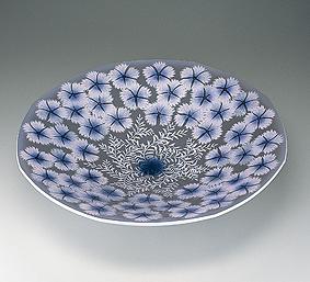 墨地淡桜釉裏銀彩撫子文鉢