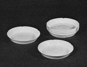 白瓷輪花皿