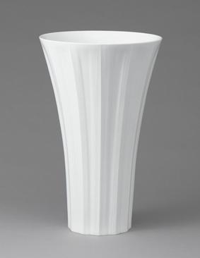 白磁線彫花器