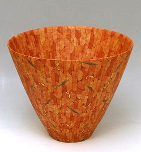 赤絵葉紋金彩花器