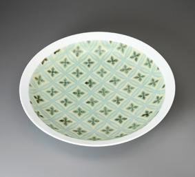 白磁黄緑釉茶呉須花紋彫鉢