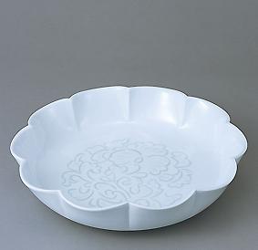 白磁緑牡丹彫文花形花器