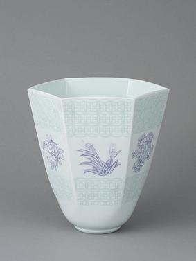 白磁緑紫彫文六角面取花器