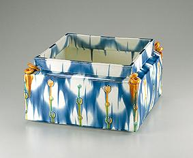 藍彩貼花文四方器