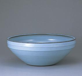 粉青瓷線彫文深鉢