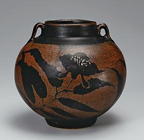 鉄釉草花文花瓶