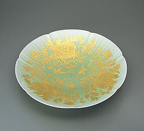 釉裏金彩牡丹唐草文皿