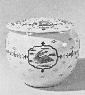 色絵金彩兎文飾壷