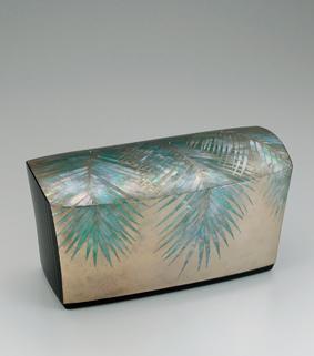 乾漆割貝蒔絵飾箱「銀碧」