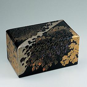 蒔絵平瀬桜木図箱