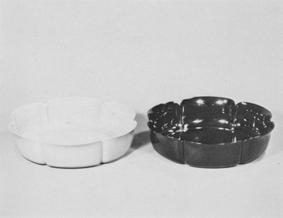 乾漆輪花鉢朱と黒