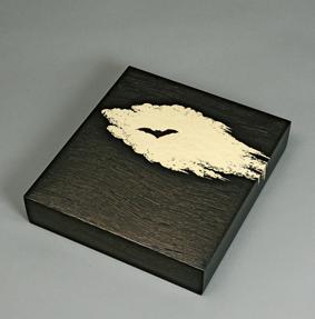 宵蒟醤色紙箱