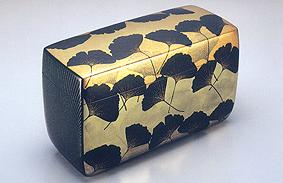乾漆銀杏蒔絵飾箱