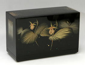 熊谷草文蒔絵箱「木洩れ日」