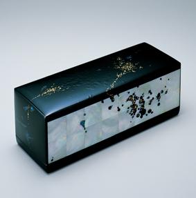 金胎螺鈿蒔絵漆箱「花揺れ」