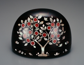 鳥文玳瑁螺鈿箱