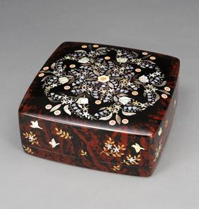 蒔絵螺鈿箱「小花」