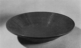 曲輪造黄漆金彩鉢