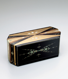 蒔絵玳瑁螺鈿宝石箱「光の道」