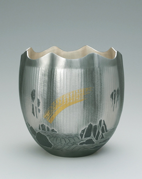 銀打出し花器「瀑布」