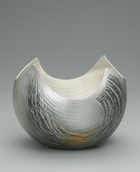 銀打出花器「鯨濤」
