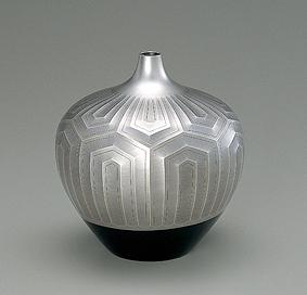 銀赤銅接合せ金銷象嵌花瓶