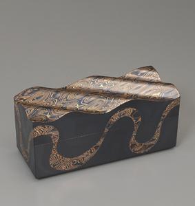 金銀銅杢目金飾箱「荒海」