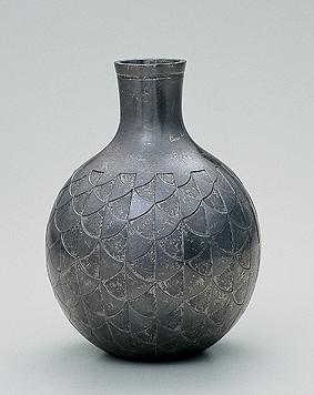 朧銀鋳鐫壺