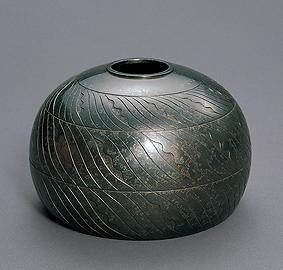 朧銀鋳鐫流紋壺