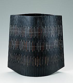 鋳ぐるみ鋳銅花器「聴響」