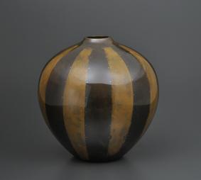 鋳ぐるみ鋳銅花瓶「容」