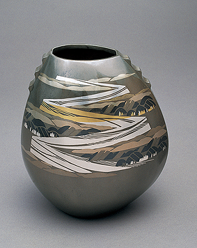 象嵌朧銀花器「山河」
